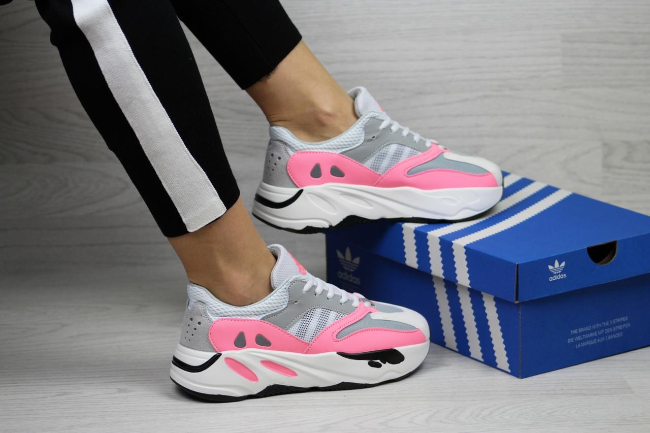 Женские кроссовки Adidas x Yeezy Boost 700 OG (серо-белые с розовым)