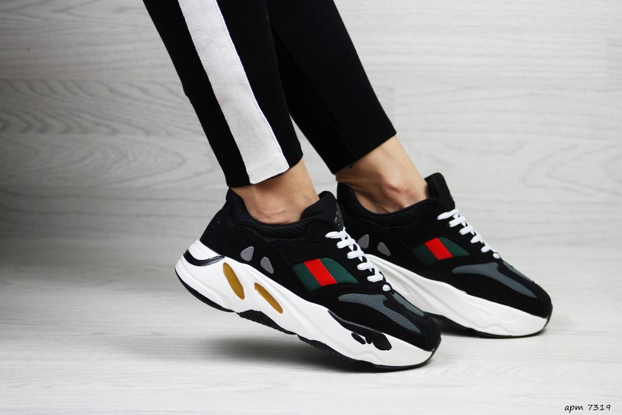 Женские кроссовки Adidas x Yeezy Boost 700 OG (черно-белые)