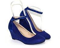 Синие женские туфли на танкетке