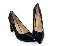 Классические чёрные туфли-лодочки на каблуке