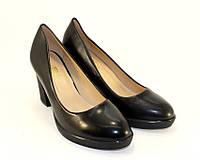 Туфли черные на не большом удобном каблуке размер 36