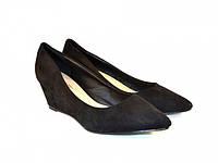 Женские туфли с заостренным носком