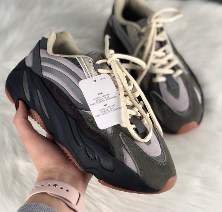 Женские кроссовки Adidas X Kanye West yeezy 700 v2 grey.  Живое фото. (Реплика ААА+)