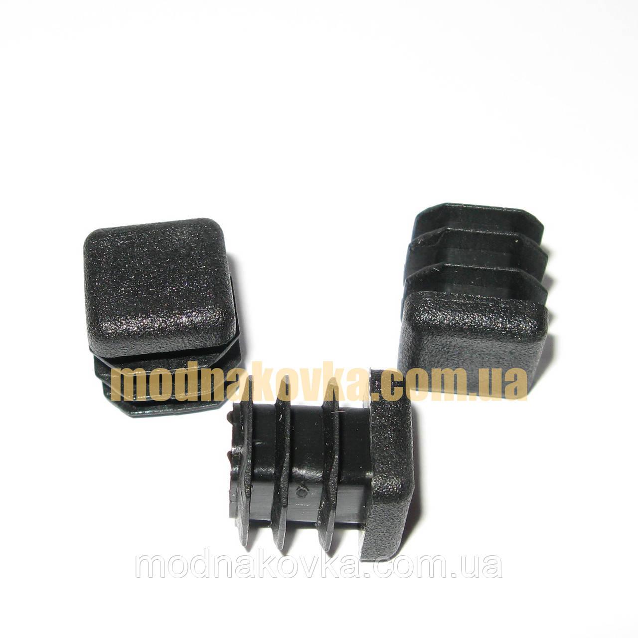 Заглушка пластиковая квадратная 15х15 мм черная