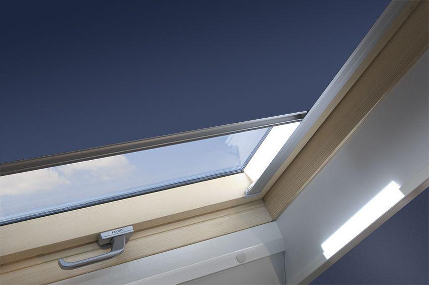 Штора FAKRO ARF на направляючих для мансардних вікон штори блекаут Факро АРФ шторы Fakro