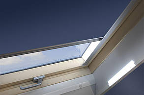 Штора FAKRO АРФА на направляючих для мансардні вікон штори блекаут Факро АРФ штори Fakro