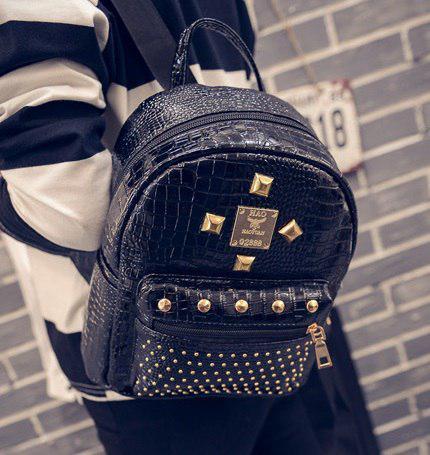Рюкзак имитация крокодильей кожи черный с заклепками