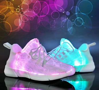LED кроссовки со светящейся поверхностью из оптического волокна