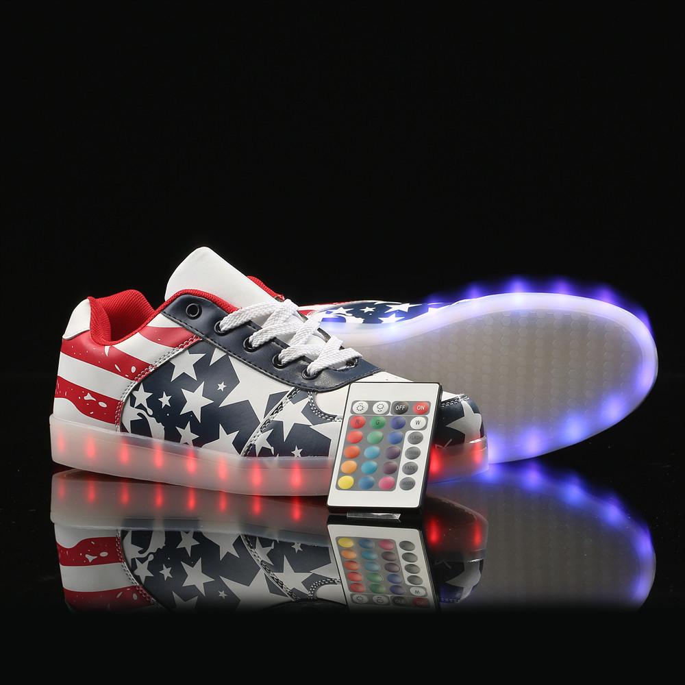 Светящиеся кроссовки на пульте  Америка
