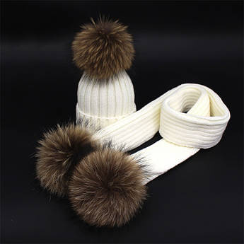 Набор шапка + шарф на меху с помпонами белый
