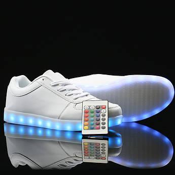 Светящиеся кроссовки на пульте