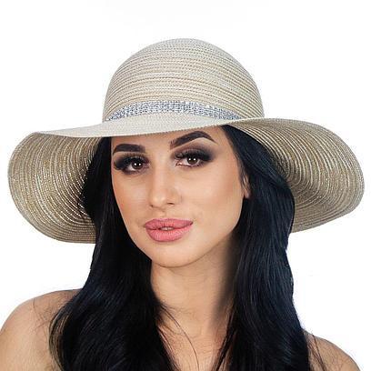 Широкополая женская шляпка с лентой из страз бежевая
