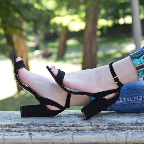 Босоножки женские черные замшевые на каблуке, с закрытой пяткой. Размер 35-41