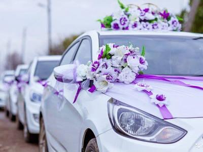 Прикрашання весільної машини