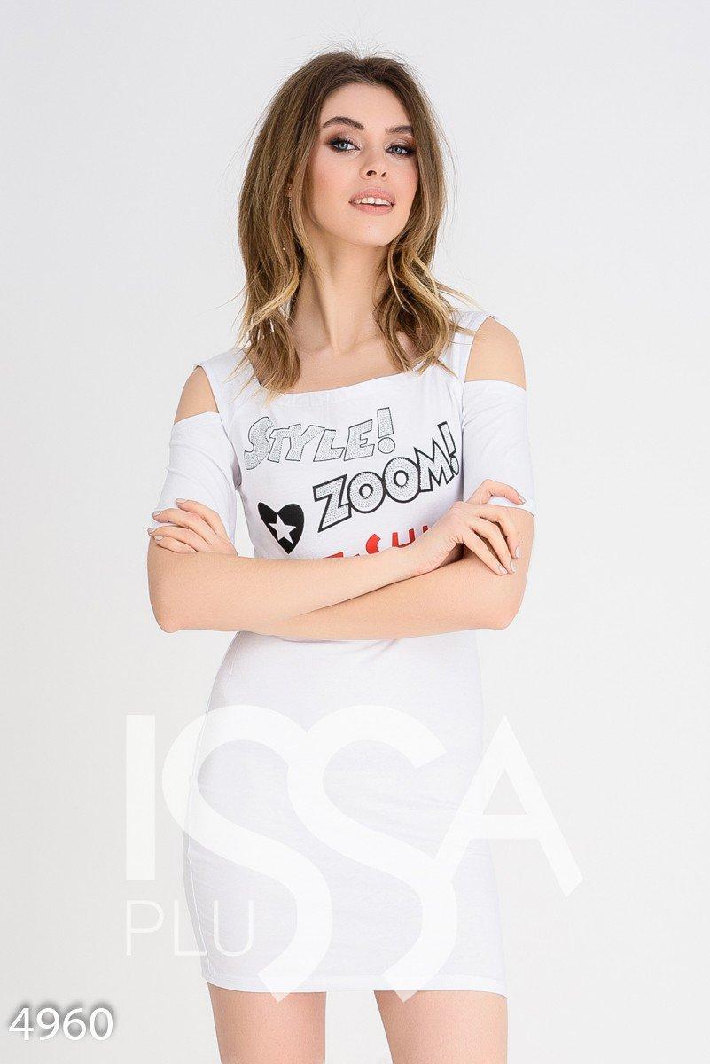 3bcfd151f68 Белое Короткое Платье-футболка с Вырезами на Плечах и Принтом — в ...