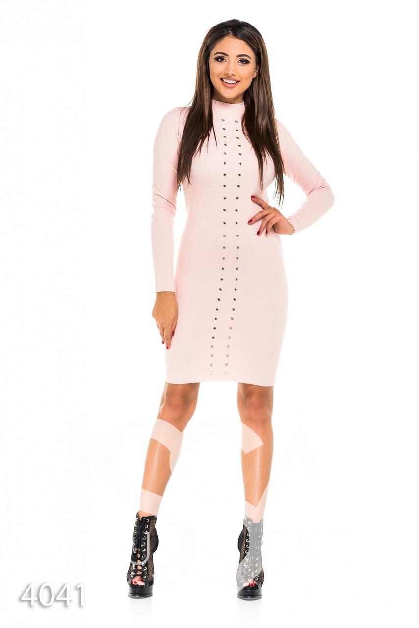 e5e2c6cbdb92577 Розовое трикотажное платье с высоким воротом и отверстиями под шнуровку по  всей длине