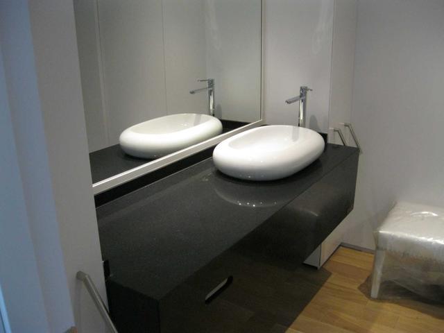 Cтолешница в ванную Искусственный камень - кварц Silestone Negro Tebas - Photo