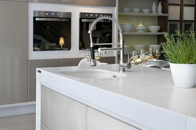 Cтолешница на кухню Искусственный камень - кварц Silestone White Storm - Photo