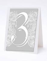 Квадратный номер свадебного стола на сером фоне