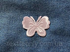 Нашивка бабочка цвет пудра 43х33 мм