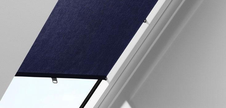 Затемнююча штора VELUX RHZ на гачках для мансардних вікон штори Велюкс рулонная штора