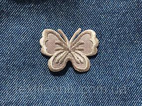 Нашивка бабочка цвет айвори 43х33 мм