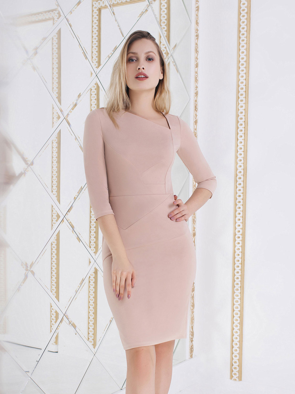 Силуэтное Платье бежевого цвета