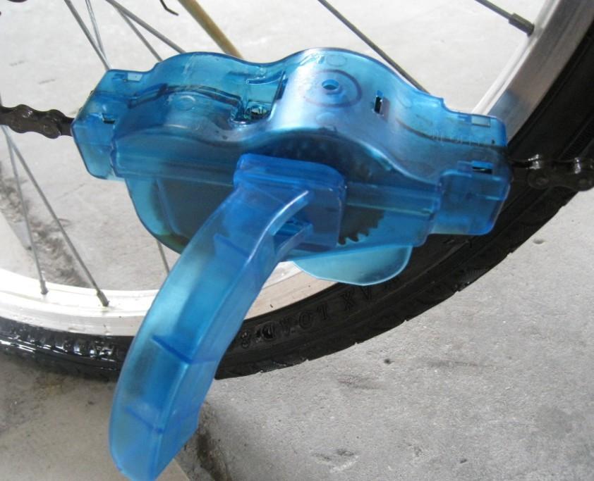 Пристрій для швидкої і ефективної чищення і змащення велосипедного ланцюга