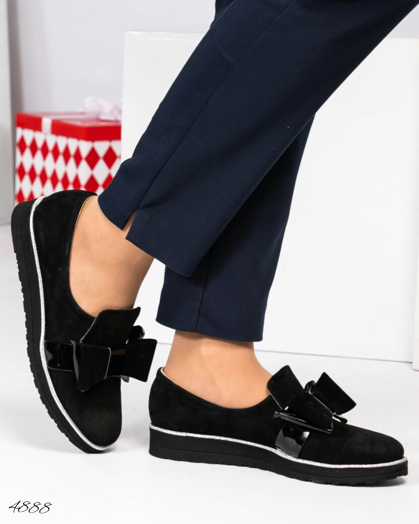 Туфли украшенные лаковым бантом. Размер 37 38