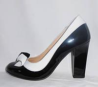 Элегантные черные женские туфли с белым кантом на каблуке из натуральной лакированной кожи
