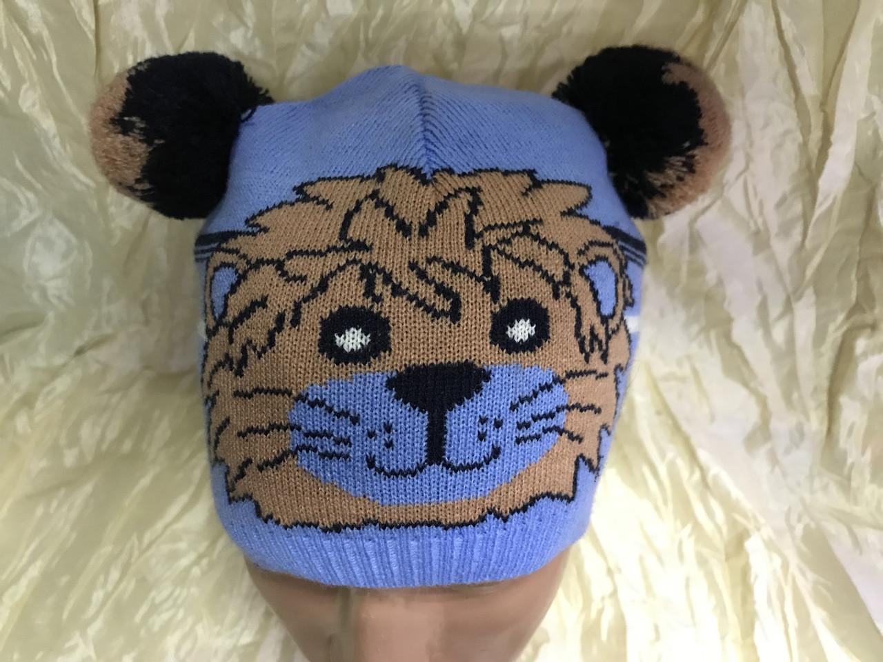 Одинарная голубая вязаная шапочка для мальчика с ушками -помпонами