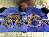 Одинарная голубая вязаная шапочка для мальчика с ушками -помпонами, фото 3