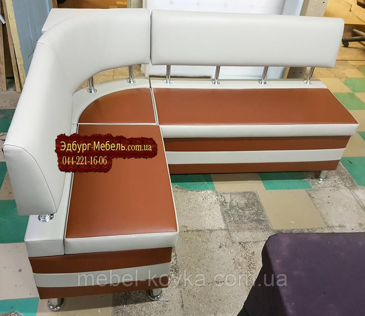 Небольшой кухонный уголок с ящиками