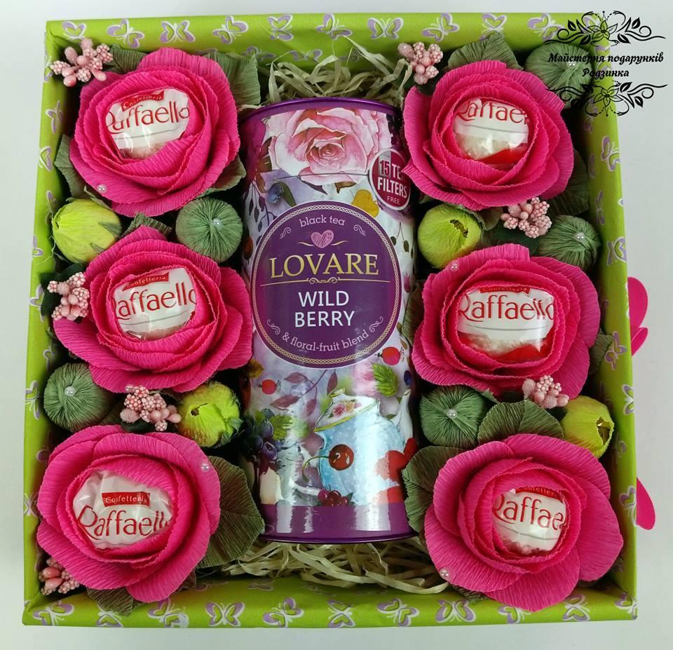 Подарункова коробка Sweet Box з чаєм та цукерками в квітах. Букет із цукерок, подарунок на День народження