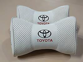 Подушки на подголовник в авто TOYOTA (Тойота) белый цвет перфорация