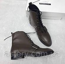 Женские ботинки из кожи на шнуровке цвета хаки