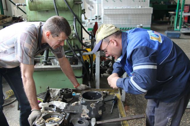Специалисты по ремонту гидравлических насосов