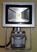 Светодиодный прожектор LED flood light 10 W IP 65 220V с датчиком движения