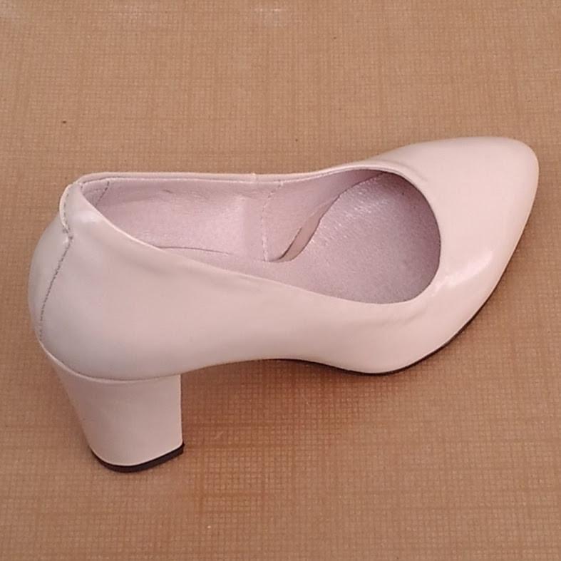 Туфли женские на каблуке кожаные бежевые