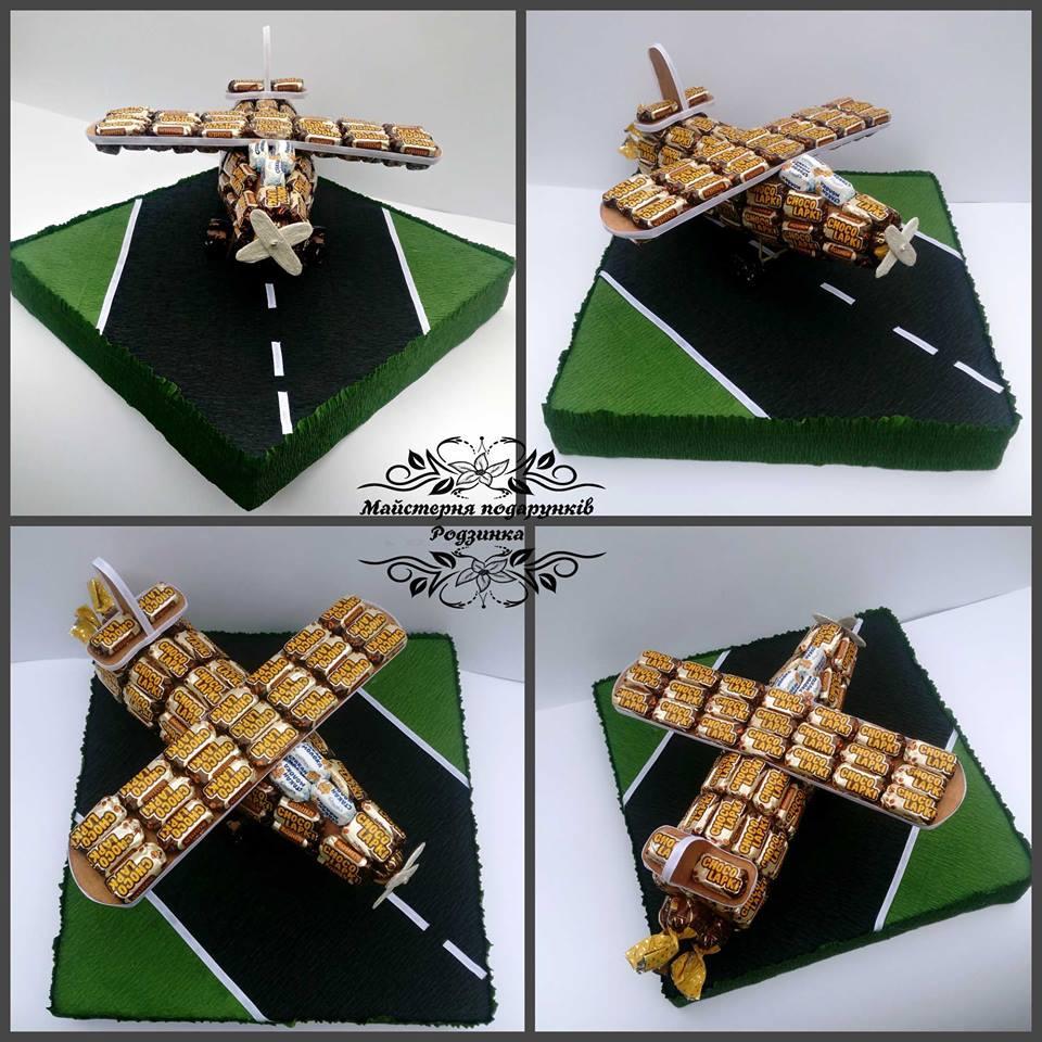Подарунок з цукерок літак