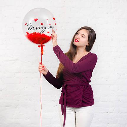 """""""Стеклянный"""" гелиевый шар с надписью """"Marry me"""" и красными перьями, фото 2"""