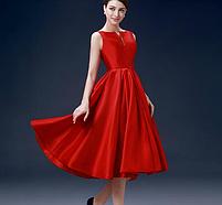Жіночу червону атласну сукню., фото 2