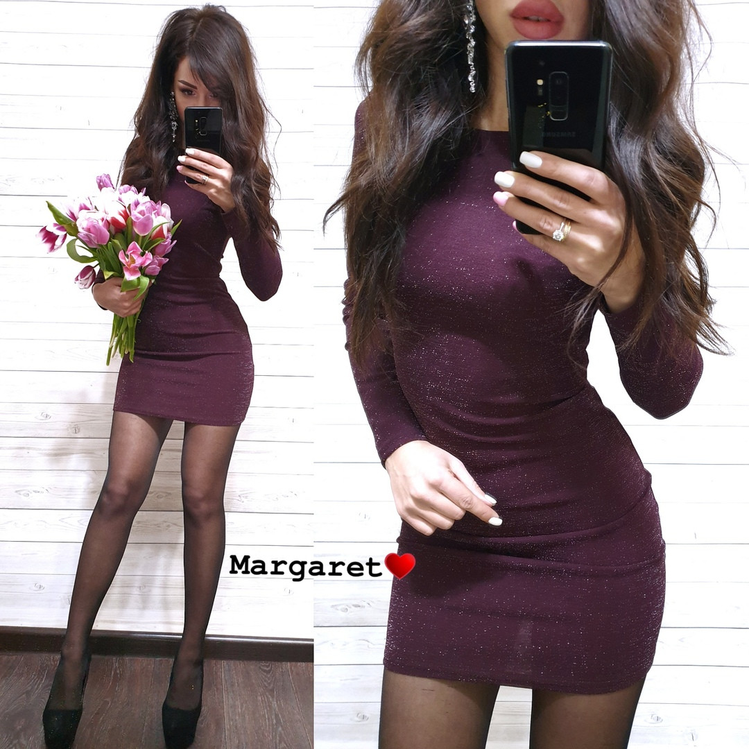 Красивое трикотажное платье с люрексом облегающего силуэта