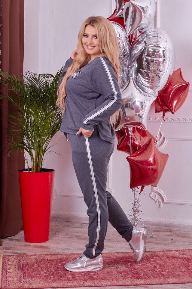 0547420295d Модный спортивный костюм больших размеров с лампасами и пришивным  аксессуаром. Размеры 50