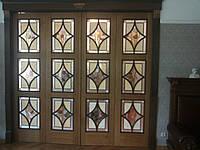Двери межкомнатные из массива с витражным стеклом