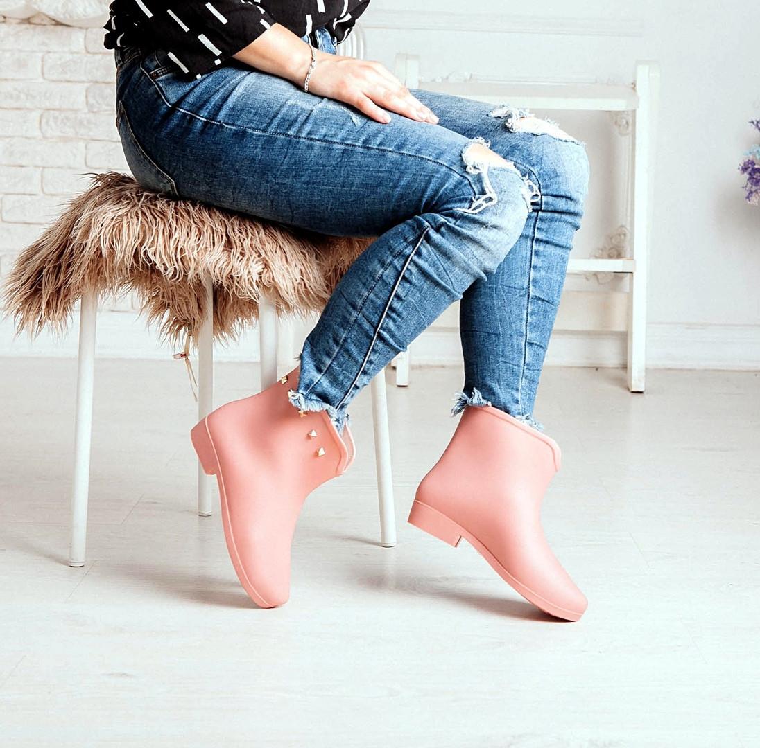 Короткие розовые резиновые ботинки