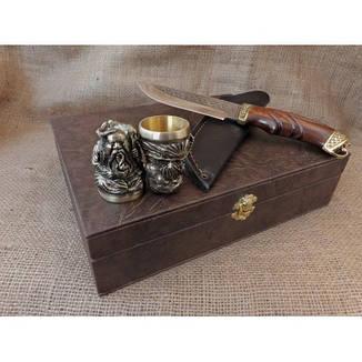 """Бронзовые чарки-перевёртыши """"Козаки"""" с ножом в кейсе из эко-кожи, 2шт. Крутой подарок брату, другу, отцу., фото 2"""