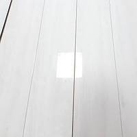 Глянцевый лакированный ламинат белого цвета толщиной 8 мм Oster Wald Piano 33 класс Дуб Бьянко