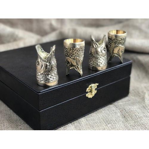 """Стопки-перевёртыши, бронзовые чарки в подарок рыбаку """"Щуки"""" в кейсе из эко-кожи, 4шт."""