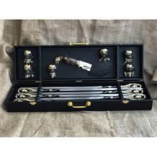 """Оригинальный подарок шефу - стильный набор ручной работы """"Кабан"""" (шампуры, нож, 6 чарок) в кейсе из эко-кожи, фото 3"""